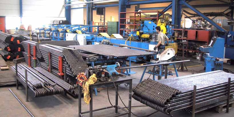 Wage work of bending with CNC-pressure bending machines for tubes up to 88,9 mm. Radius of bending of 35 up to 300 mm